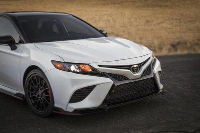Toyota Camry trình làng phiên bản Black Sport V6 đậm chất thể thao 3