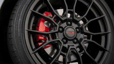 Toyota Camry trình làng phiên bản Black Sport V6 đậm chất thể thao 9