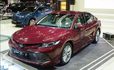 Đại lý nhận đặt cọc Toyota Camry 2019 nhập khẩu nguyên chiếc từ Thái Lan với giá từ 1,302 tỷ đồng.