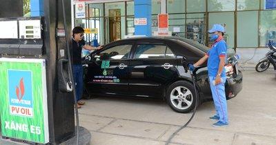 Xăng E5 thân thiện với môi trường hơn so với xăng thông thường...