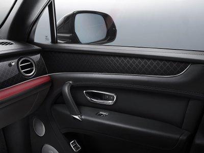 Bentley Bentayga V8 Design Series cửa xe