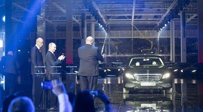 Tổng thống Nga Putin tại lễ khánh thành nhà máy Mercedes tại Nga...