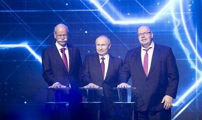Các quan chức cấp cao có mặt tại lễ ra mắt nhà máy Mercedes-Benz ở Nga...