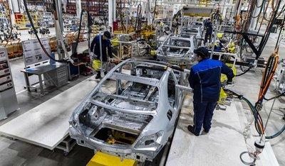 Quá trình lắp ráp mẫu sedan E-Class tại nhà máy Moscovia...