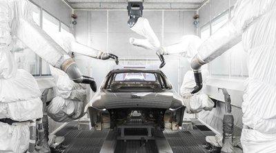 Công đoạn sơn xe trong nhà máy Moscovia...