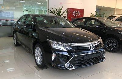 Chuẩn bị mở bán thế hệ mới, Toyota Camry tại đại lý giảm giá mạnh.