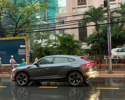 Chiếc Lamborghini Urus màu xám ghi của đại gia Nha Trang