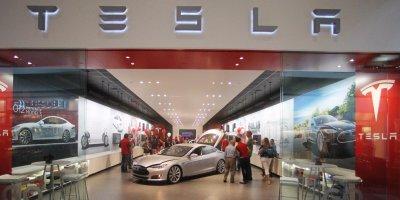 Showroom xe điện Tesla...