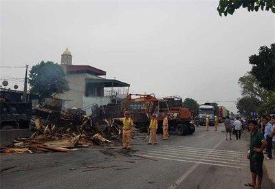 Va chạm mạnh, 2 ô tô bốc cháy, 2 người chết trên quốc lộ 1Ajghjk