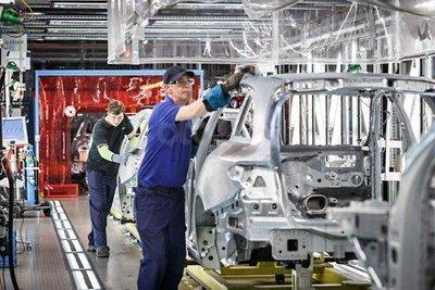 Bên trong nhà máy Bremen của Mercedes.