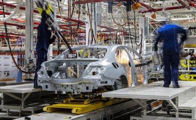 Mercedes-Benz C-Class đang được lắp ráp