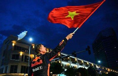 David Coulthard cùng đội Red Bull chuẩn bị biểu diễn đua xe F1 tại Mỹ Đìnhsdfg