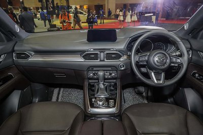 Xem trước Mazda CX-8 sắp về Việt Nam vừa ra mắt tại Malaysia a2