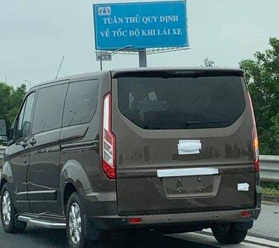 Bắt gặp Ford Tourneo chạy thử tại Việt Nam, chuẩn bị ra mắt?sdg