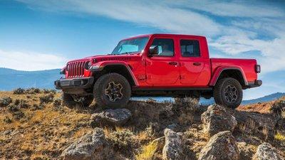 Jeep Gladiator 2020 chuẩn bị được bán ra vào hè năm nay, cạnh tranh với Ford Rangerrg