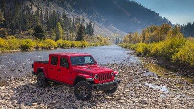 Jeep Gladiator 2020 chuẩn bị được bán ra vào hè năm nay, cạnh tranh với Ford Rangerb6fgjh