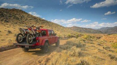 Jeep Gladiator 2020 chuẩn bị được bán ra vào hè năm nay, cạnh tranh với Ford Rangergh