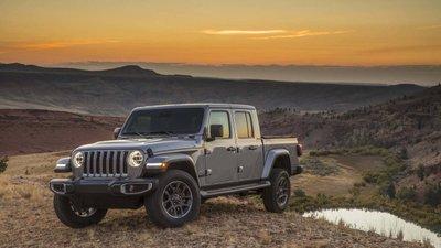 Jeep Gladiator 2020 chuẩn bị được bán ra vào hè năm nay, cạnh tranh với Ford Rangery56