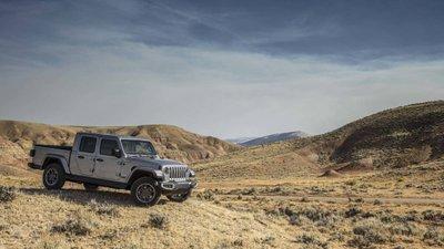 Jeep Gladiator 2020 chuẩn bị được bán ra vào hè năm nay, cạnh tranh với Ford Rangerdh