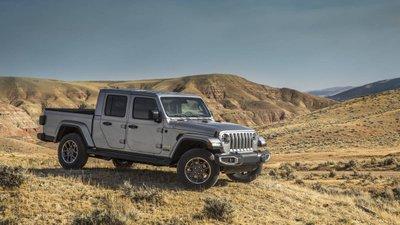 Jeep Gladiator 2020 chuẩn bị được bán ra vào hè năm nay, cạnh tranh với Ford Rangerdtuy6