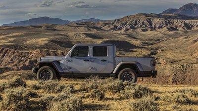 Jeep Gladiator 2020 chuẩn bị được bán ra vào hè năm nay, cạnh tranh với Ford Rangertyi
