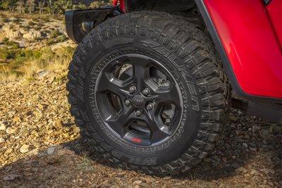 Jeep Gladiator 2020 chuẩn bị được bán ra vào hè năm nay, cạnh tranh với Ford Rangersdg