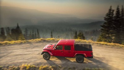 Jeep Gladiator 2020 chuẩn bị được bán ra vào hè năm nay, cạnh tranh với Ford Ranger8fghg
