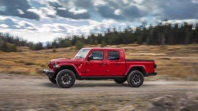 Jeep Gladiator 2020 chuẩn bị được bán ra vào hè năm nay, cạnh tranh với Ford Rangerfj