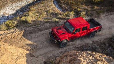 Jeep Gladiator 2020 chuẩn bị được bán ra vào hè năm nay, cạnh tranh với Ford Rangerhjk
