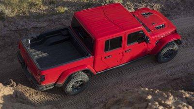 Jeep Gladiator 2020 chuẩn bị được bán ra vào hè năm nay, cạnh tranh với Ford Rangerdfgh