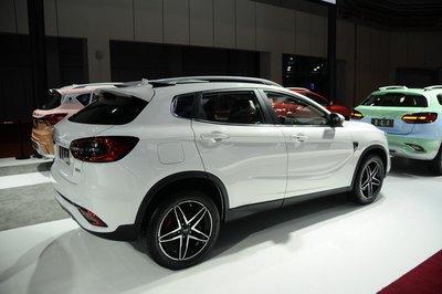 """Hết nhái Range Rover, xe Trung Quốc Landwind lại """"đạo"""" Mercedes GLA 8"""