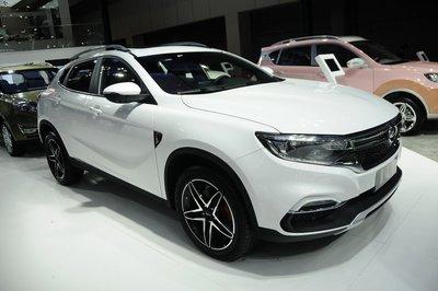 """Hết nhái Range Rover, xe Trung Quốc Landwind lại """"đạo"""" Mercedes GLA."""