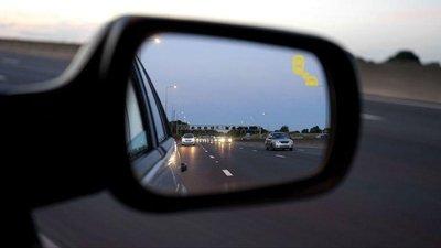 Cảnh báo điểm mù trên ô tô