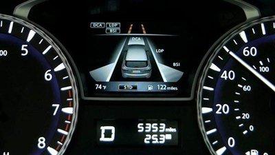 hệ thống cảnh báo chệch làn đường trên ô tô