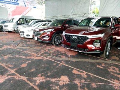 Xe hơi hạng sang xuất hiện tại Hội chợ Oto.com.vn 2019 a2