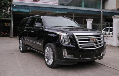 Cadillac Escalade ESV 2019 nhập khẩu tư nhân vào Việt Nam giá hơn 10 tỷ đồng.