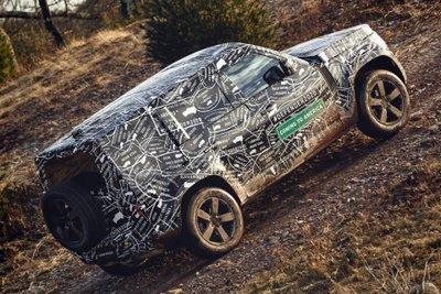 Land Rover Defender 2020 leo dốc