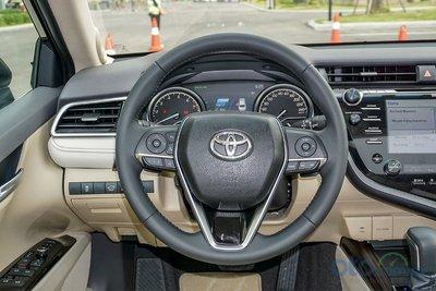 Cận cảnh vô lăng Toyota Camry 2019 bản 2.5Q