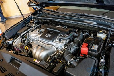 Cận cảnh động cơ trên Toyota Camry 2019 bản 2.5Q