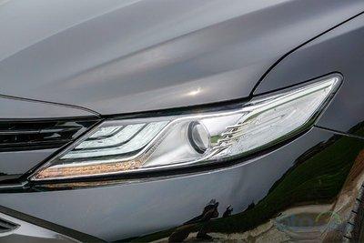 Cận cảnh đèn xe Toyota Camry 2019 bản 2.5Q 2