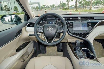 Cận cảnh khoang lái Toyota Camry 2019 bản 2.5Q