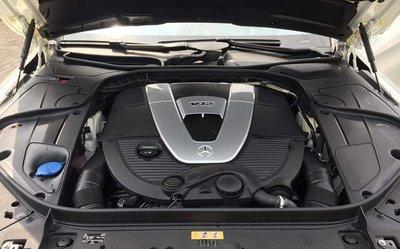 Khoang động cơ Mercedes-Maybach S600 Pullman...