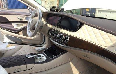 Khoang lái Mercedes-Maybach S600 Pullman...
