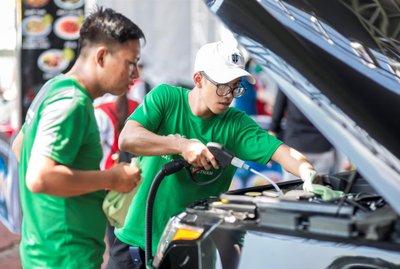 Rửa xe ô tô không tốn nước với PowerSteam - Ảnh 1.