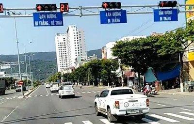 Đoàn xe của Trung Nguyên vượt đèn đỏ ở Đà Nẵng...