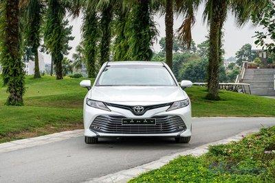 Giá lăn bánh xe Toyota Camry 2019 vẫn cao nhất phân khúc sedan hạng D a1
