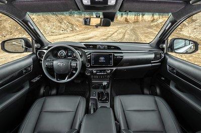Nội thất xe Toyota Hilux 2019 bản đặc biệt