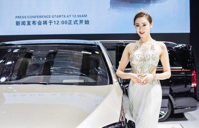 Ngẩn ngơ với dàn chân dài tại Triển lãm Ô tô Thượng Hải 2019.