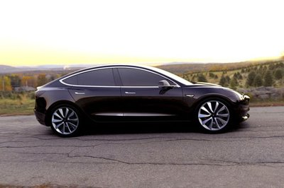 Tesla Model S 2019 đứng đầu Top 10 xe điện giữ giá nhất khi sang tay - Ảnh 2.