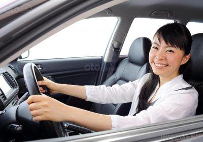 7 mẹo giúp phụ nữ lái xe một mình an toàn - 0